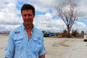 Le Dr Ian Norton, de l'Organisation mondiale de la santé, participe à un effort de sauvetage australien aux Philippines après un typhon sur l'île en 2013. (Crédit : Gemma Haines/Département australien des Affaires étrangères et des Echanges commerciaux/Wikimedia