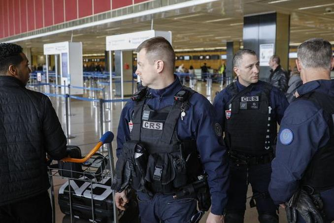 Deux hommes en prison pour association de malfaiteurs terroriste — Attaque à Orly