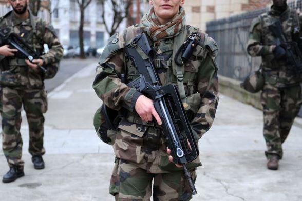 Une patrouille Sentinelle attaquée — Corbeil