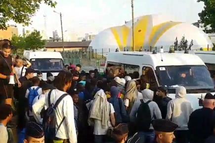 2.000 migrants évacués d'un campement Porte de la Chapelle — Paris