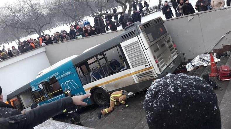 Un bus dévale dans un passage souterrain (IMAGES) — Moscou