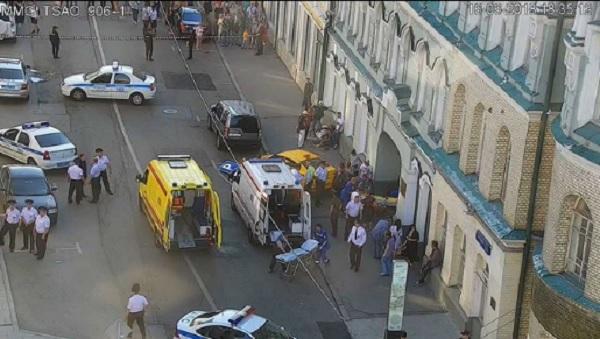 Des personnes fauchées par un taxi qui avait travaillé 20h d'affilée — Moscou