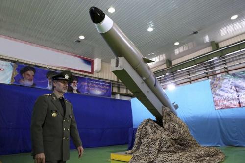 L'Iran présente son premier avion de combat