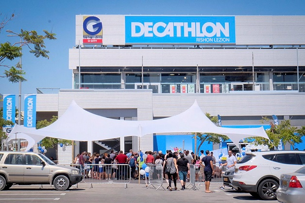 89f63c07da0d4 Le magasin Decathlon de Rishon le tzion. 29 août 2017. Photo par FLASH90