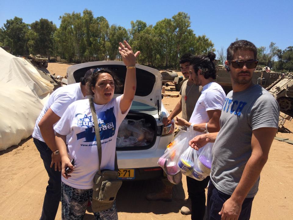Ashkel avec un partie de l'équipe d'Europe Israël sur le front à Gaza en juillet 2014