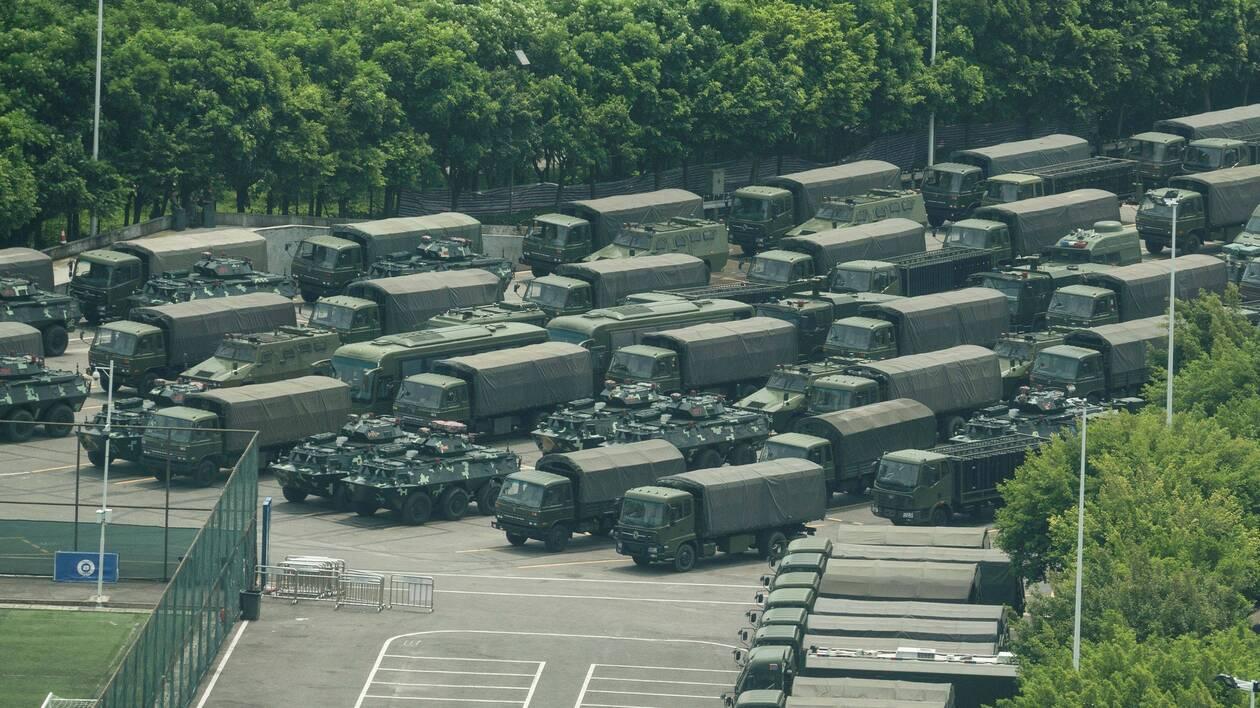 Hong Kong : des forces chinoises à la frontière